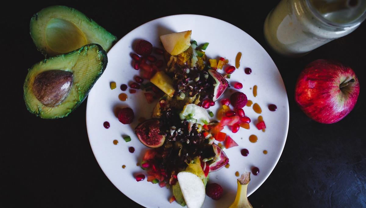 Vitamíny v podobě nejrůznějšího ovoce a zeleniny.