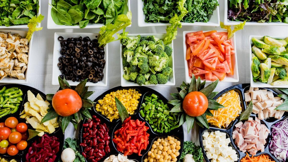 Zdravá výživa v podání velkého množství zeleniny.